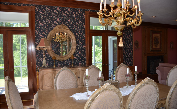 Dine in style with your guests!