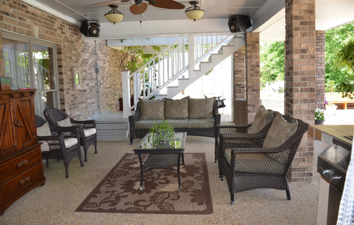 [Image: Enjoy drinks with your family and friends on our spacious patio! ]